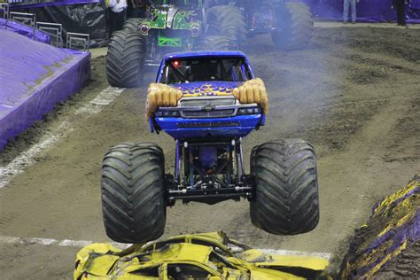 monster truck jam columbus ohio columbus ohio monster jam 2pm show 1 4 14