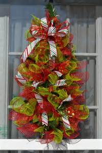 cw4 a beautiful flat sided christmas tree wreath with