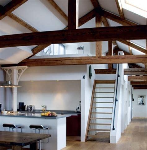 treppe dachgeschoss k 252 chen designs im landhausstil esstisch treppe