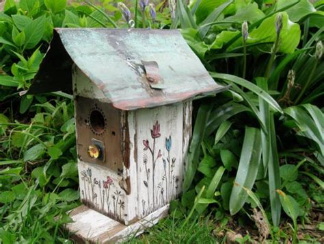 Handmade Birdhouse - 15 smart recycling ideas for unique birdhouses
