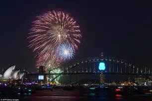 opera house new years 2015 sydney kicks new year celebrations with seven tonnes