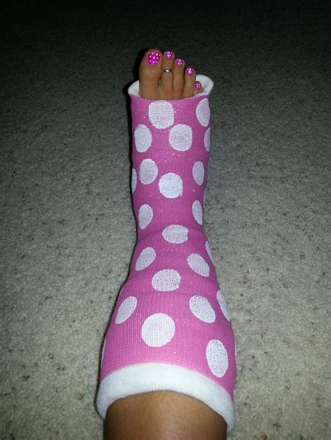 Jenar Puff how to decorate your cast spray paint it pink then add