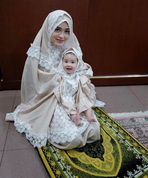 foto kostum duyung anak cantiknya anak yasmine wildblood pakai mukena kostum
