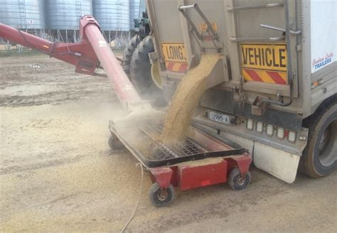swing away auger for sale buhler farm king 1395 swing away auger for sale machinery