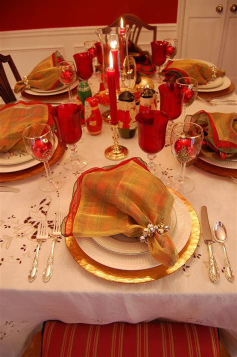 Best Colors For A Dining Room by Christmas Table Setting Tablescape With Topiary Centerpiece