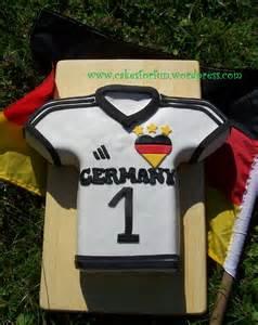 fussball kuchen backen backen zur wm deutschland trikot kuchen cakes for
