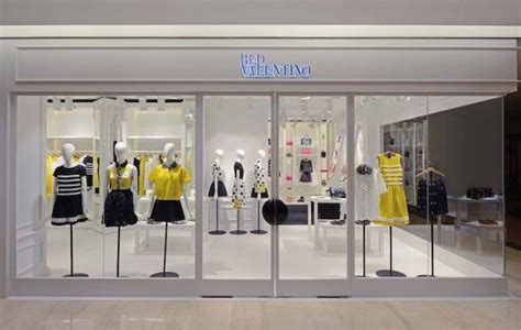 Get Excited With Valentino Boutique Opening by Glamshops Visual Merchandising Shop Reviews