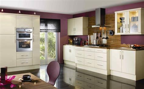 plum farbigen schlafzimmer ideen farbe f 252 r k 252 che k 252 chenwand in kontrastfarbe streichen