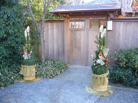 Years Decor Gate by