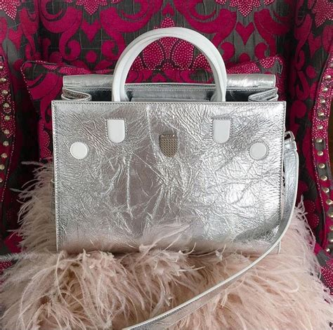 8 Reasons Were Obsessed With by 8 Reasons We Re Obsessed With The Diorever Bag Pursebop