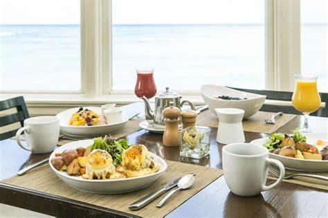 waikiki beachfront dining moana surfrider a westin