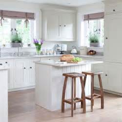 Small Kitchens With Islands by 25 Best Ideas About Small Kitchen Islands On Pinterest
