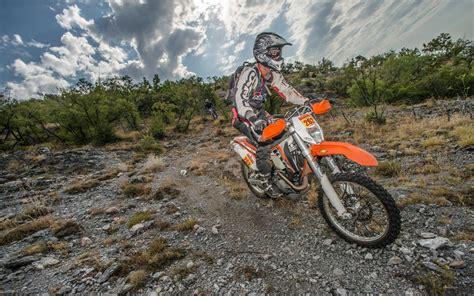 Ktm Motorr Der Videos by Ktm 450 Exc Enduro Dauertest Motorrad Fotos Motorrad Bilder