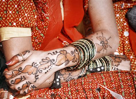 woman with the tattooed hands science the henna stains