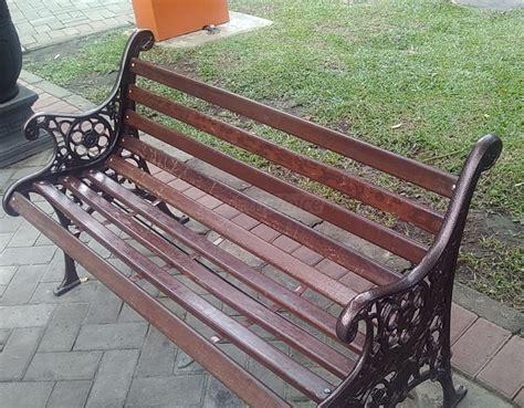 Kursi Taman waduh kursi taman di alun alun merdeka mreteli malangvoice