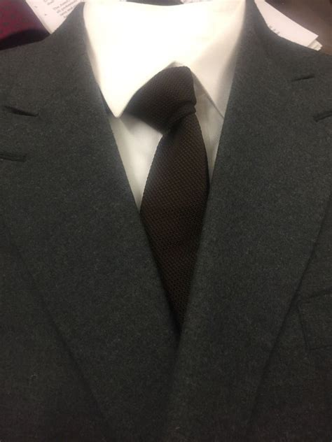 what color tie should i wear with white shirt and grey