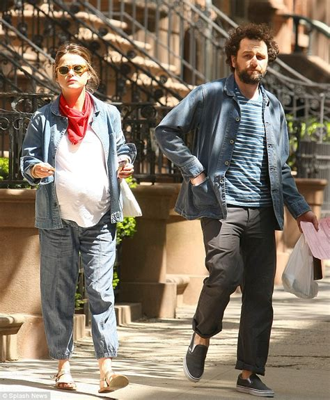 keri russell matthew rhys video pregnant keri russell munches on protein bar with
