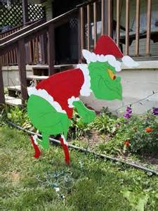 Grinch christmas sneaking grinch stealing lights outdoor wood yard art