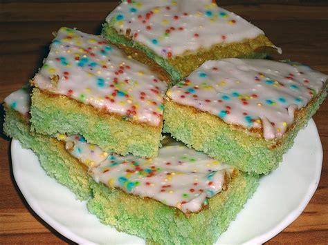 rezept kuchen kindergeburtstag konfetti kuchen rezept mit bild keks02 chefkoch de