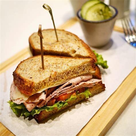 sandwich  enak   kamu coba  jakarta