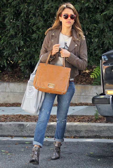 jessica alba house jessica alba picture 229 jessica alba leaves a friend s house carrying a valentino