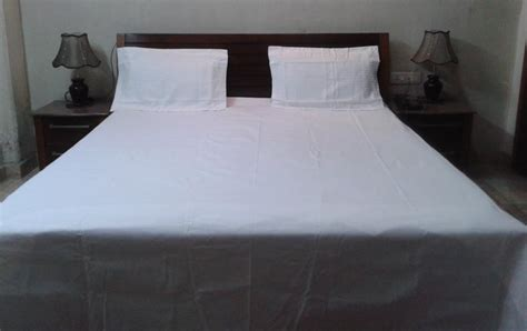 white bed sheet plain bed sheet design