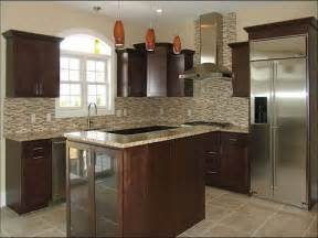 kitchen backsplash ideas with santa cecilia granite cecilia granite with cherry cabinets roselawnlutheran