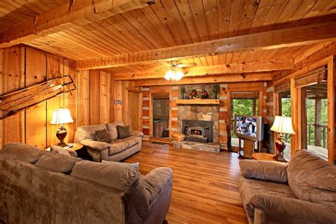 Paw Cabins by Cabin With Spacious Living Room Paw