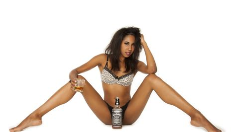 themes photos hot 2560x1440 illy sexy beautiful hot chick jack daniels
