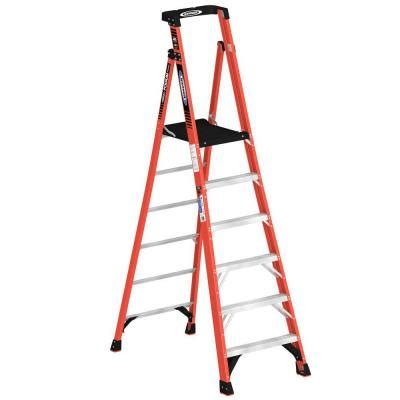 werner 12 ft reach fiberglass podium ladder with 300 lb