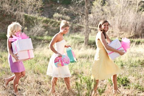 Bridal Shower Who Pays Etiquette by Bridal Showers Amp Hen Nights Who Pays