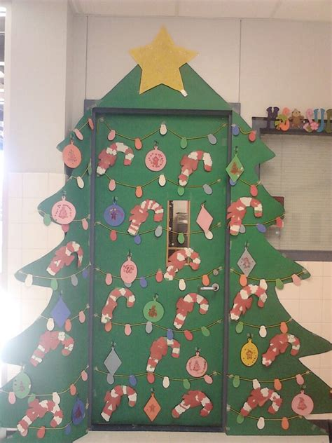 christmas tree door done by leslie classroom ideas