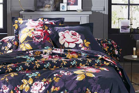 taies d oreillers taie d oreiller quot fleurs eclatantes quot aubergine