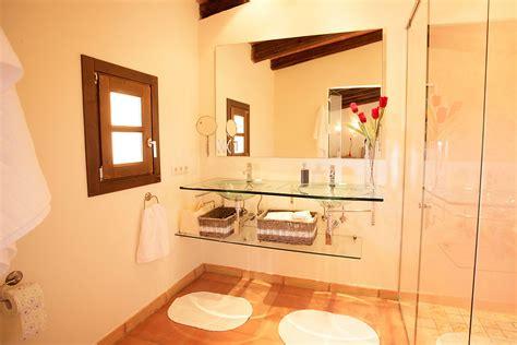 master badezimmer waschbecken die badezimmer der finca rotana corazon mallorca