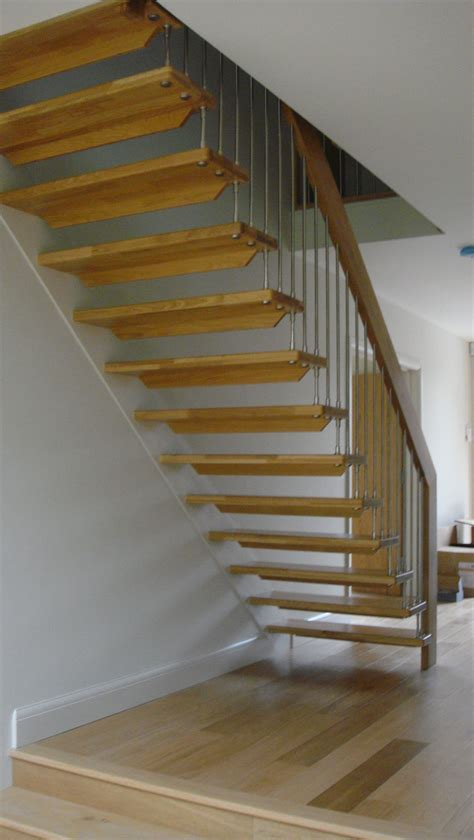 Simple Stright Shaped Modern Stairs With Iron Banister