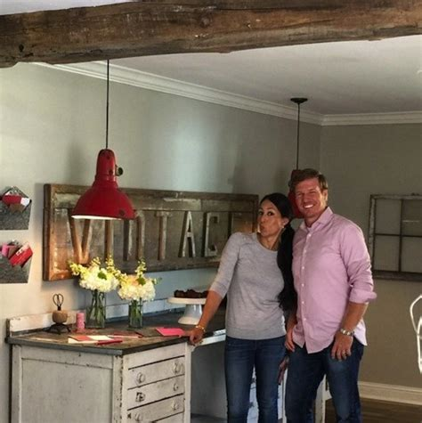 chip and joanna gaines houseboat chip and joanna gaines house boat 28 images chip and