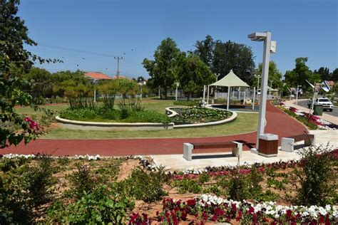 park bench rehab marilyn libin rehabilitation and sports park kkl jnf keren kayemeth leisrael