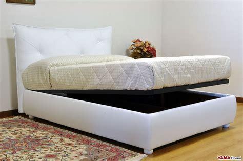 letto in pelle con contenitore letto imbottito moderno con testiera morbida