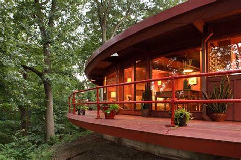 modern house inspired  frank lloyd wright  house