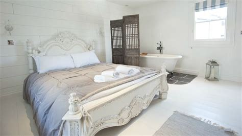 roll top bath in bedroom 17 best images about beds on pinterest queen anne