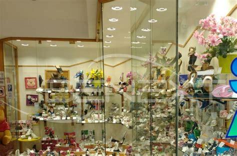 negozi di illuminazione illuminazione a led per negozio incassi luce naturale