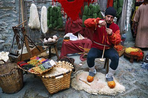 Barcelona Photoblog Crafts Spinning Yarn On A