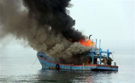 4 Di Batam kapal patroli bea cukai meledak di batam 4 orang jadi