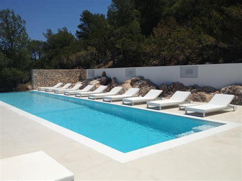 Beton Decoratif Piscine b 233 ton cir 233 terrasse piscine sol ext 233 rieur b 233 ton