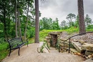 Treehouses Eureka Springs - treehouses caves castles amp hobbits eureka springs arkansas the extraordinary escape