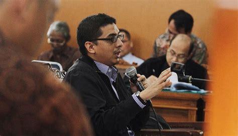 Lembaga Negara Independen Zainal Arifin Mochtar Rajawali Press penyebab pukat ugm nilai kpk boleh tolak hadiri panggilan pansus