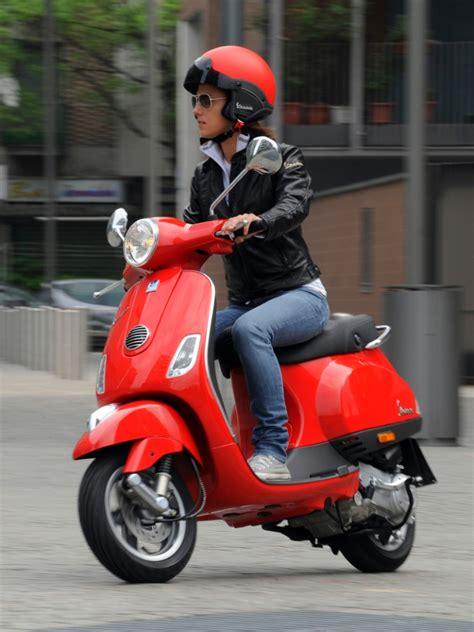Motorrad Magazin Reifentest by Adac Test 50er Roller Feuerstuhl Das Motorrad Magazin