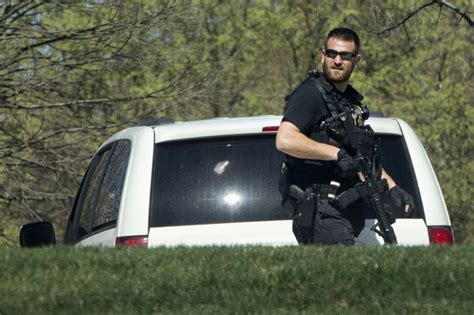 house officer man shot by police at u s capitol after drawing weapon toronto star