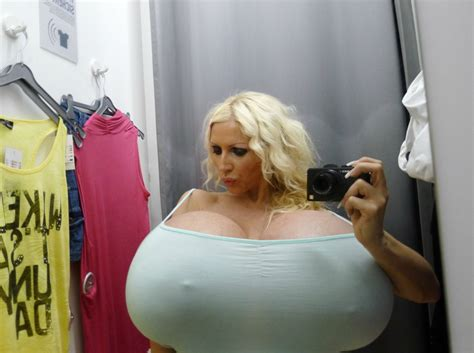 Boob Meme - i m all for boobs but this is ridiculous funny