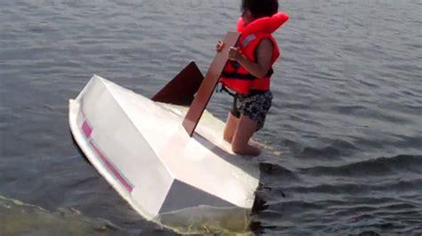 zeilboot omslaan zrzv omslaan met een optimist 2 5 juni 2010 youtube